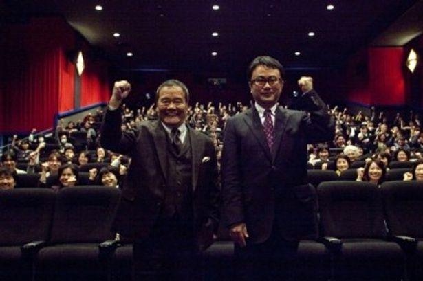 仙台で『ステキな金縛り』の舞台挨拶を行った西田敏行と三谷幸喜監督