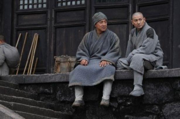 アンディ・ラウは、軍人から少林寺の僧侶として出家する男を熱演