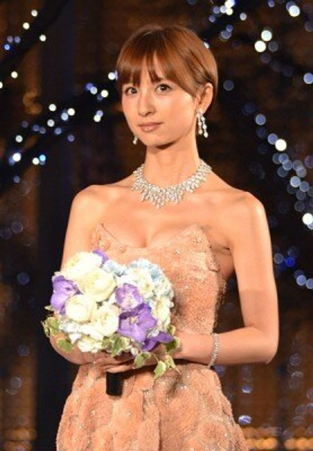 「オープニングセレモニーに呼んでもらえて、すごく嬉しいです」と語る篠田麻里子さん