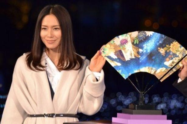 「源氏物語」と「宇宙」をイメージした特製扇子