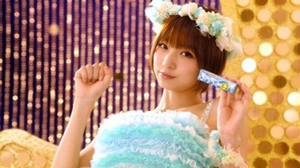 UHA味覚糖「ぷっちょ」の新TVCMでもセンターを務めることになった篠田麻里子