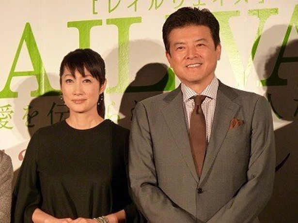 『RAILWAYS 愛を伝えられない大人たちへ』会見に登場した三浦友和、余貴美子