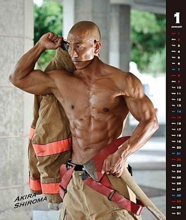 話題沸騰の「沖縄消防士カレンダー2012」(1500円、送料別)