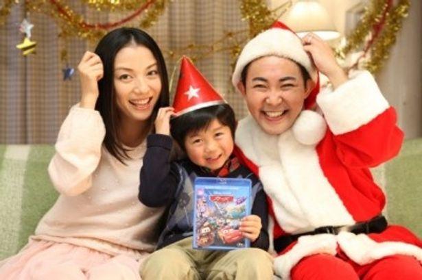 『カーズ2』BD&DVDのテレビCMに出演する林家三平&国分佐智子夫妻