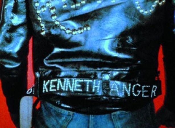 【写真】ジミー・ペイジやミック・ジャガー、キース・リチャーズなど、アンガーはロック界の大物とのコラボも果たしている