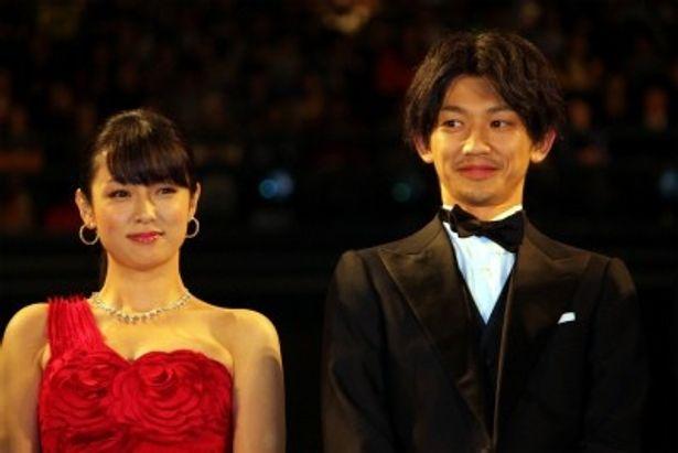 『ワイルド7』のジャパンプレミアに登場した瑛太と深田恭子