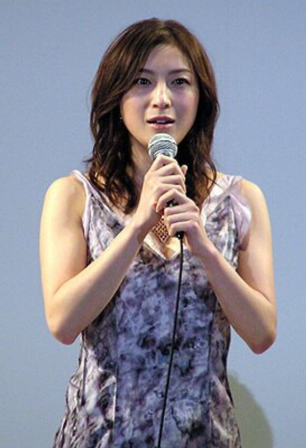 シフォンのドレスで登場した茶々役の広末涼子