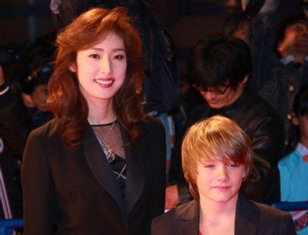 『リアル・スティール』のジャパンプレミアに登壇した天才子役ダコダ・ゴヨと天海祐希