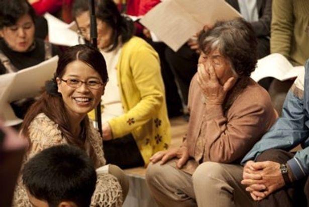 沖縄県宮古島市民336人が参加した合唱を映した『一粒の種』