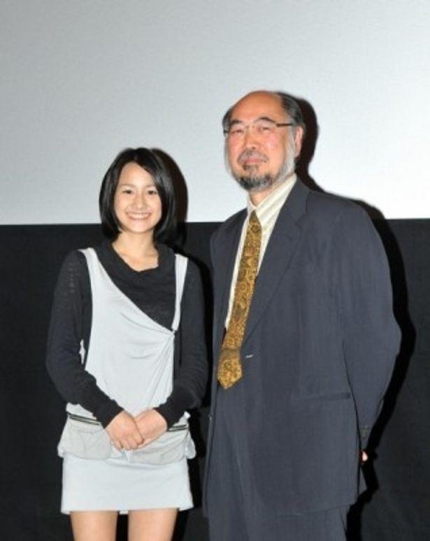 「沖縄美少女図鑑」出身の田崎アヤカ(左)