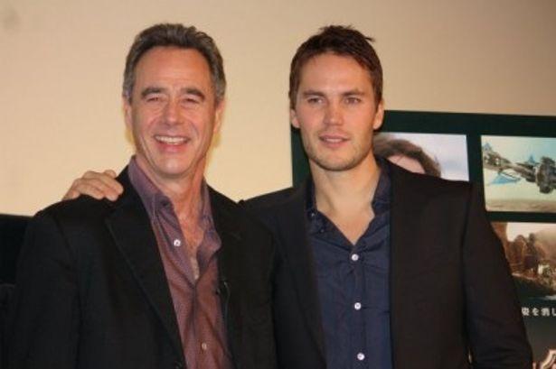 『ジョン・カーター』のフッテージ上映会で来日した主演のテイラー・キッチュとプロデューサーのジム・モリス(左)