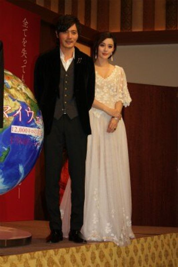 【写真をもっと見る】チャン・ドンゴンとファン・ビンビン、美男美女の美しすぎる2ショット!