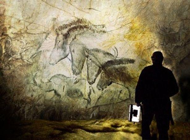 南フランスのショーヴェ洞窟にある貴重な最古の洞窟壁画を3Dで撮影した『世界最古の洞窟壁画 3D 忘れられた夢の記憶』