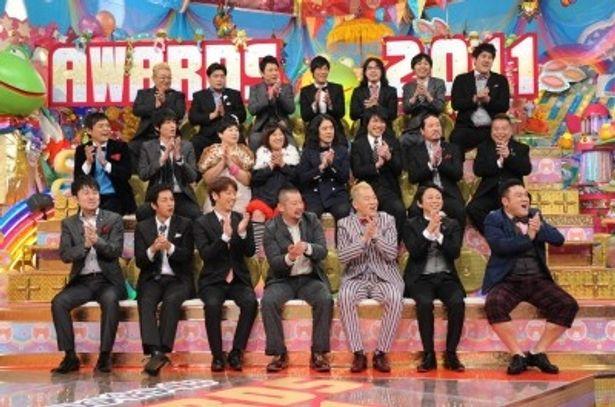 2011年に番組内で活躍した22人の芸人がひな壇に集結!