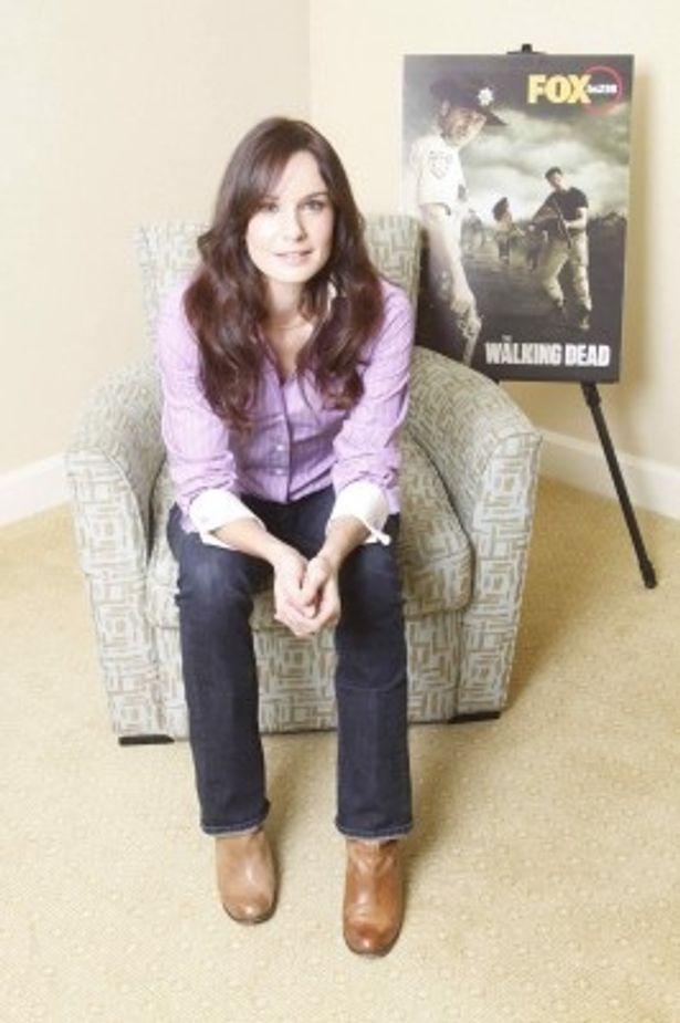 主人公の妻ローリを演じるサラ・ウェイン・キャリーズ