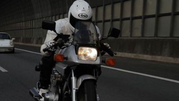 GSX1100Sカタナを駆る中年男の勇姿! バイクファンにはたまらない映画が登場