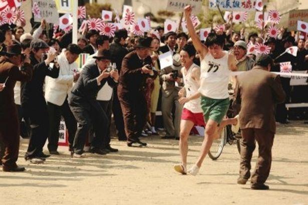 日本人の辰雄(オダギリジョー)と朝鮮人のジュンシク(チャン・ドンゴン)はふたりとも足が速く、良きライバルだった