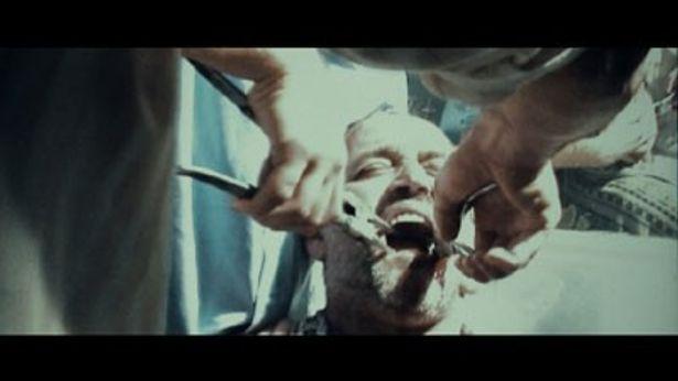 今回、Movie Walkerが独占入手した拷問シーンの様子。とにかく痛そう!