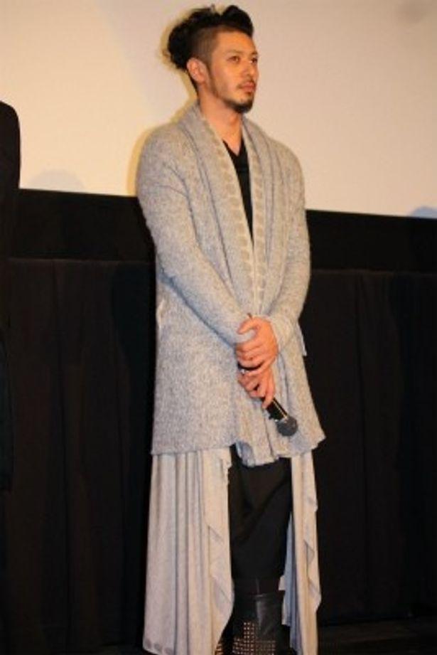 【写真をもっと見る】斬新なオレ流ファッションで登壇したオダギリジョー