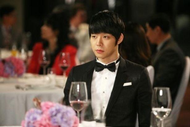 世界的リゾートグループの後継者ユヒョンを演じるユチョン