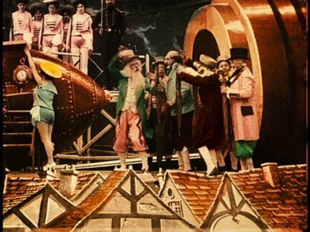 1993年にスペインで発見され、20年近くかけて修復されたカラーバージョン『月世界旅行』。モノクロに手塗りで彩色が施されている