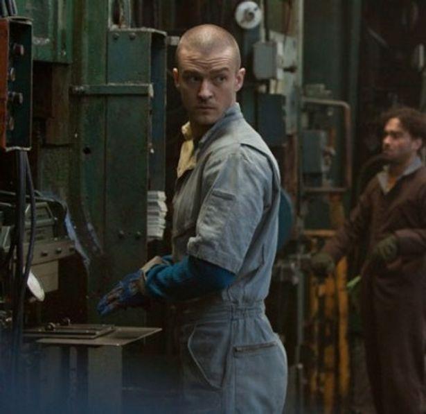 ジャスティン・ティンバーレイクが演じる貧しい青年ウィル。時間=お金となる世界で、明日の寿命を必死で稼ぐ
