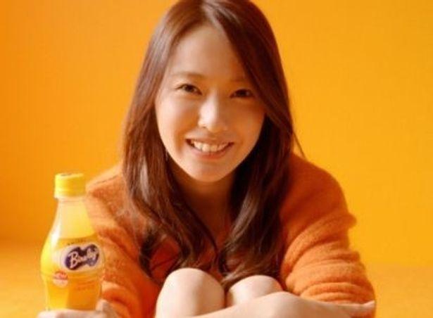 明るい笑顔がキュート!戸田恵梨香さんが出演するバヤリース新CM