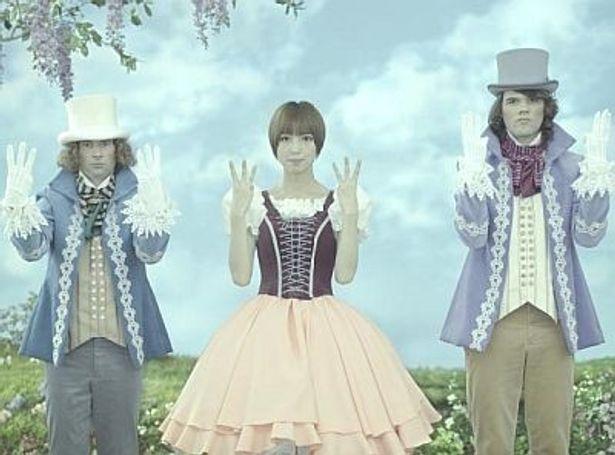 ヨド物置の新CM「ヨド物置新型エスモ誕生!」篇に出演するAKB48の篠田麻里子さん