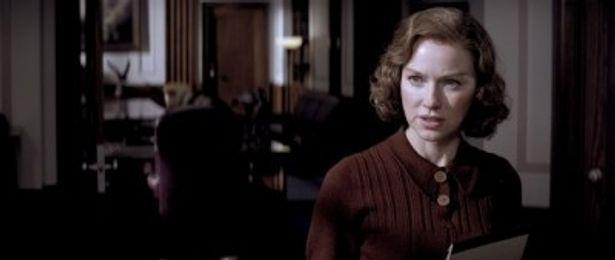 J・エドガーを、若かりし頃から死後もずっと支え続けた秘書ヘレン・ガンディを演じるナオミ・ワッツ