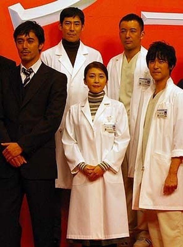 竹内結子(中央)&阿部寛(左)の凸凹名コンビ再び