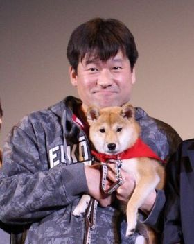 佐藤二朗の第1子誕生をマメシバ一郎が祝福! 小動物とおじさんの登場に会場はギャップ萌え