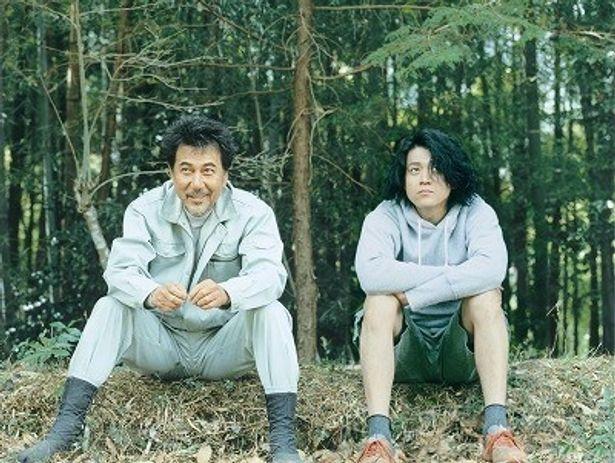 朴とつな木こりとダメダメ映画監督が育む友情に注目したい『キツツキと雨』