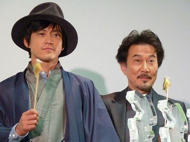 『キツツキと雨』初日舞台挨拶に登場した役所広司と小栗旬