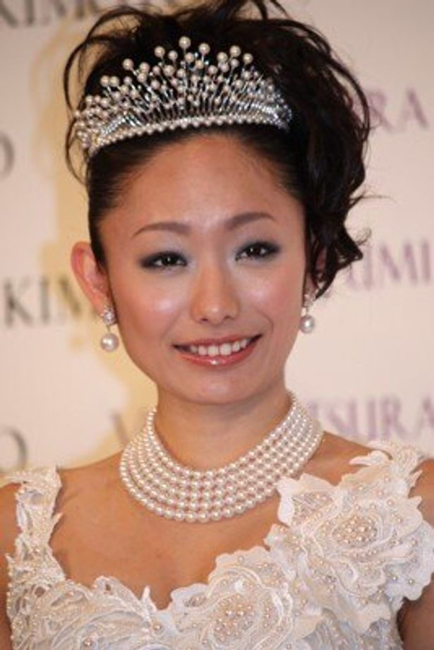 初めてウエディングドレスを着用した安藤美姫さん