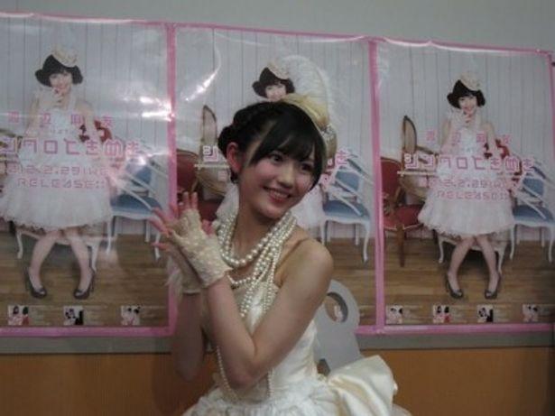 AKB48のまゆゆが、ソロ初の生放送ライブ&生配信をおこなった