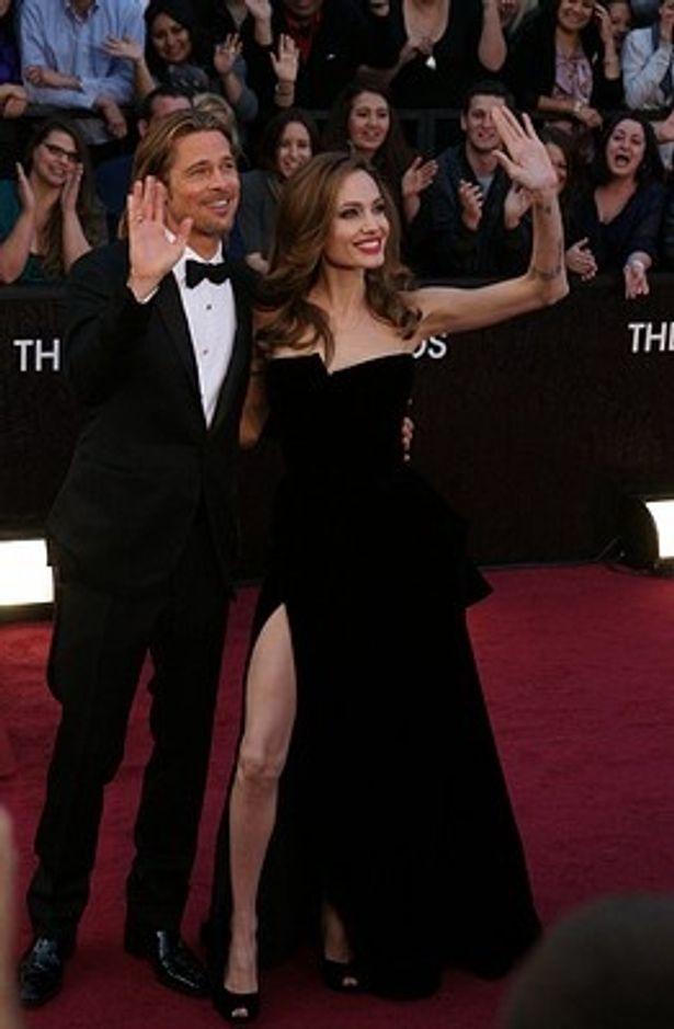 """アンジーの""""右脚""""ドレスはジェニファー・アニストンのコピー?"""
