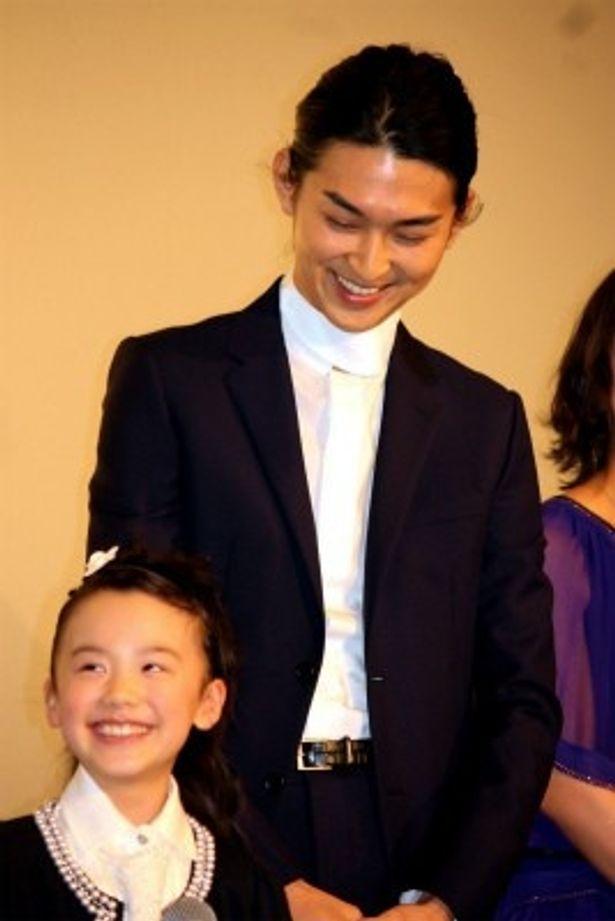 『ライアーゲーム 再生』の舞台挨拶に登壇した松田翔太と芦田愛菜