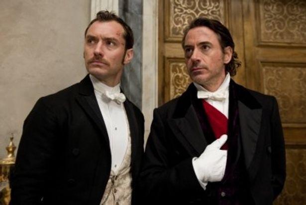 前作に続きホームズを演じるのはロバート・ダウニー・Jr.(右)
