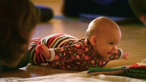 2009年4月にアメリカ、ナミビア、モンゴル、日本で生まれた赤ちゃんのそれぞれの1年を追ったドキュメンタリー