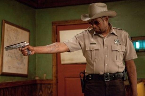 妄想癖あり&保安官コスプレありの奇怪な殺し屋を演じたフォレスト・ウィテカー