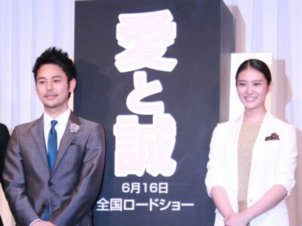 『愛と誠』の完成報告会見に出席した、妻夫木聡、武井咲