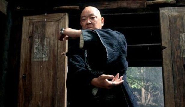 あのジャッキーやサモ・ハンも逆らえないという噂もある香港映画界のドン、ジミー・ウォングが復活