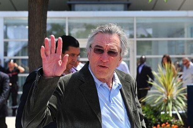 デ・ニーロは抗議を受け、謝罪声明を発表している