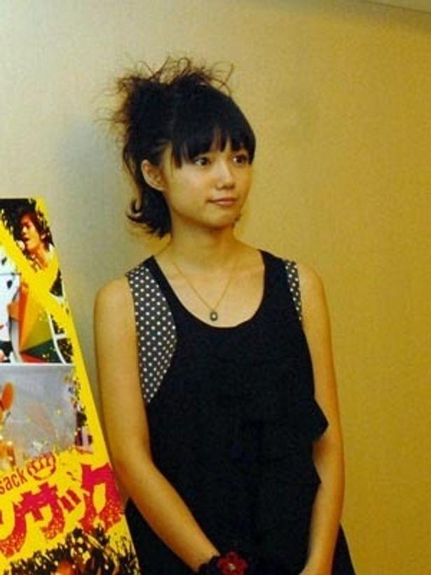 凛とした「篤姫」のキャラから一転、本作での宮崎あおいはハジケまくり