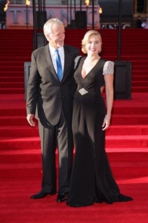 ケイト・ウィンスレットはジェニー・パックハムの黒いシルクのドレスを身にまとい登場