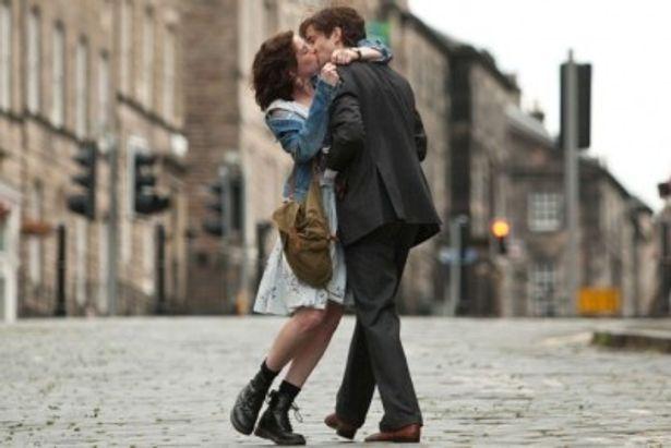 『ワン・デイ 23年のラブストーリー』に出演するアン・ハサウェイとジム・スタージェス