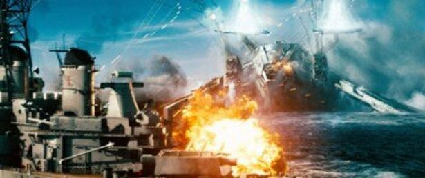 第二次世界大戦で活躍した米戦艦ミズーリの実物が使用された。エイリアンとのバトルシーンは必見!