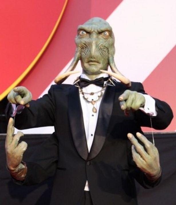 ゲストをエスコートした全身緑色、牙と4本の腕を持つバルスームの住人、サーク族