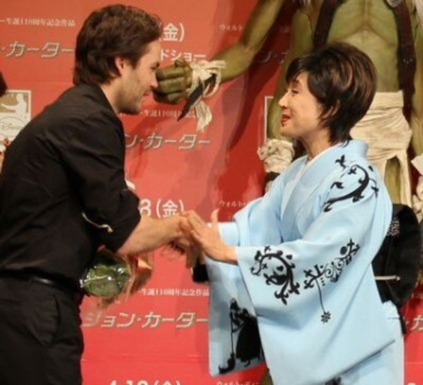 【写真】小林幸子のディズニーにちなんだ華麗な衣装にテイラー・キッチュも感激!