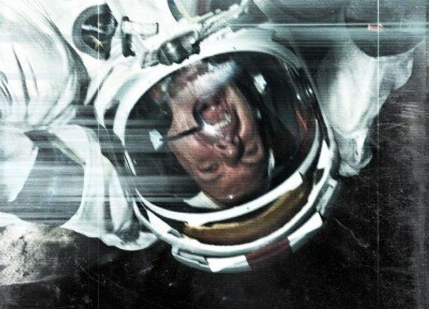 人類が40年間、月に行かなくなった本当の理由を暴く、という設定の『アポロ18』。主観ショットならではの緊迫感あふれる映像に興奮必至
